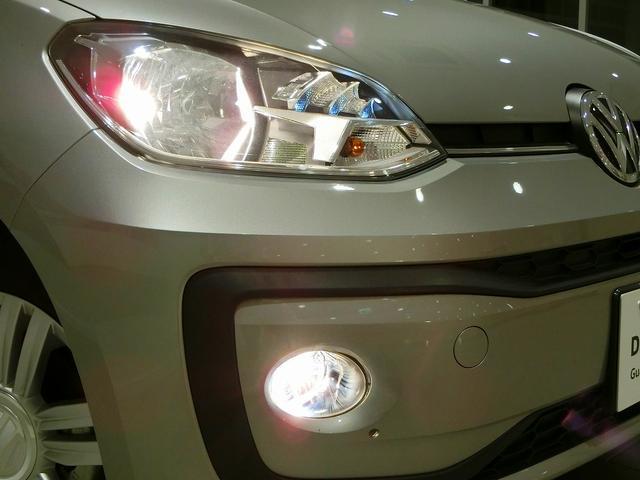 ハロゲンヘッドライト&フロントフォグランプ。コーナーリングライト機能も備えています♪