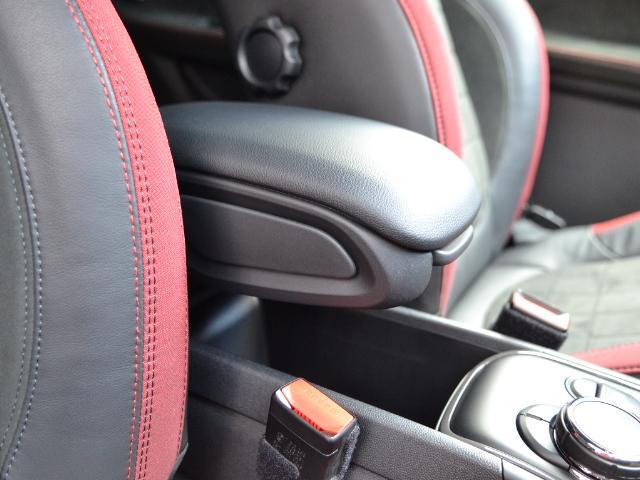 ジョンクーパーワークス クロスオーバー 認定中古車 ワンオーナー 地デジ ハーマンカードンオーディオ タッチ式HDDナビ LEDヘッドライト バックカメラ シートヒーター 19インチAW ドラレコ(16枚目)