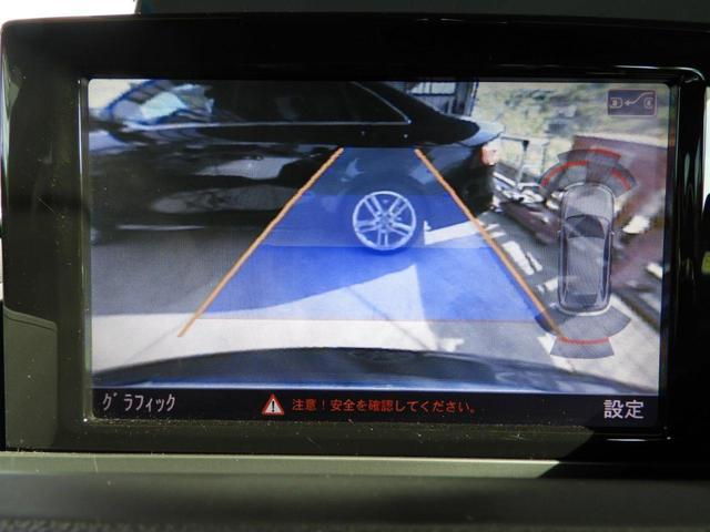 パドルシフトはステアリングから手を離さずにシフトアップ・ダウンが可能です。指先だけの操作でスポーティなドライビングを愉しめます。