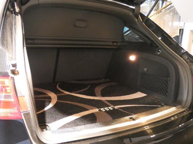 幅・奥行き共に十分なスペースを確保したトランクスペースになります!ゴルフバッグや複数のスーツケース等も容易に収納して頂けます!様々なシチュエーションにてご使用頂けます!