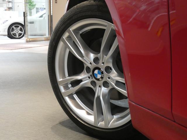 足元にはMスポーツ18インチ5ツインスポークアルミホイールを装備!BMW純正サスペンションシステムを搭載しメーカー特有の安心・安定感のあるブレーキシステムも好評です!TEL:045-844-373