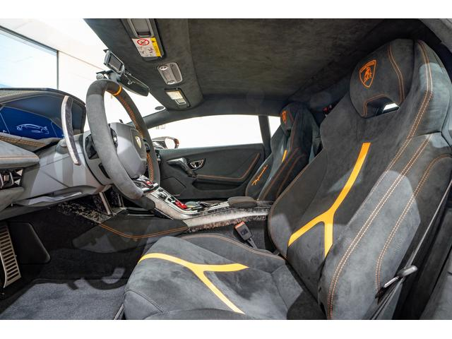 SKY GROUPはLAMBORGHNIをはじめとした合計12のラグジュアリーブランドの輸入車を取り扱う正規ディーラーグループです。