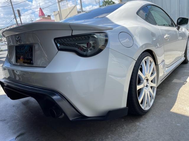 GT 6MT スピンドルグリル TRDサス HKSマフラー エキパイ 社外19インチAW 社外ナビ ドラレコ タワーバー ルーフカーボン調ラッピング(8枚目)