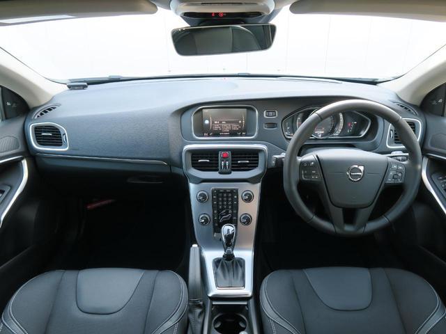 法人1オーナー!走行距離0.2万km!V40最終モデルのT3タックエディションが入庫しました!人気カラーのアイスホワイトに内装はブラックファブリックシートが組み合わせられ北欧らしさ溢れる1台です!