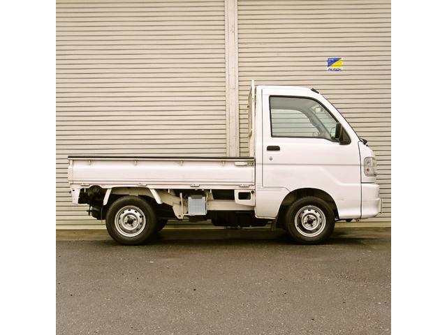 スペシャル 4WD MT 白 ラジオ付き(4枚目)