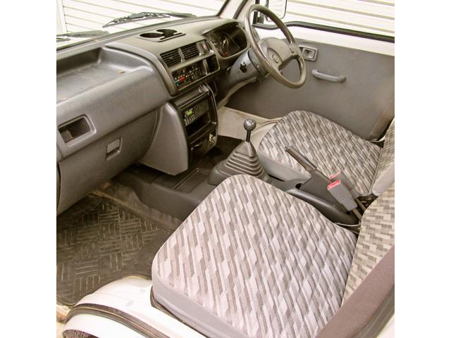 スペシャル 4WD MT 白 ラジオ付き(11枚目)
