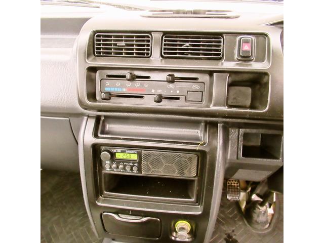 スペシャル 4WD MT 白 ラジオ付き(16枚目)