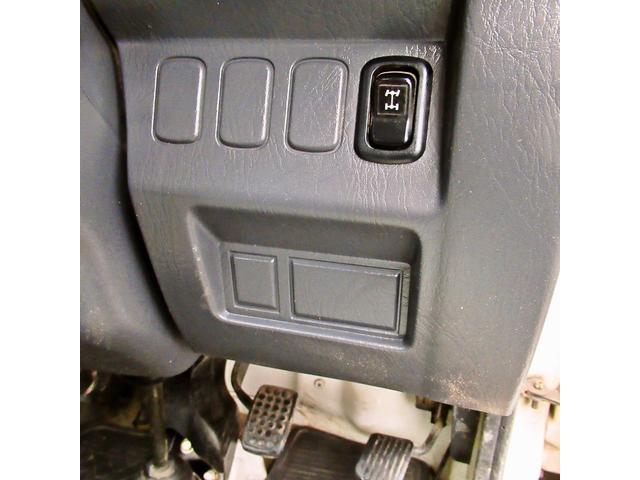 スペシャル 4WD MT 白 ラジオ付き(17枚目)