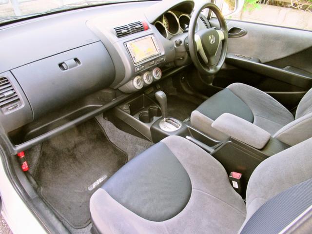 国産車から輸入車迄特選車を多数展示しております。