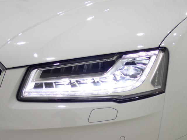 ハイビーム時にカメラでセンシングを行い、必要に応じてLEDを個別に点灯・消灯することで対向車や先行車を眩惑することなく、正確に路面を照射することが可能な画期的なライティングシステム。