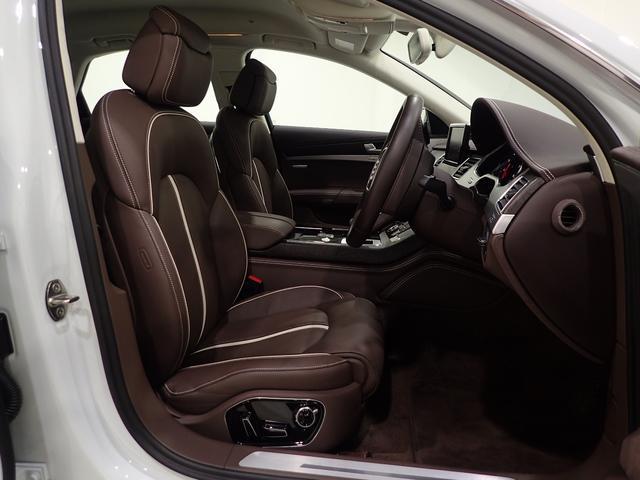 安全性では、駐車時に自動でハンドル操作をしてくれる360度ディスプレイ(サラウンドビューモニター)のついたパークアシスト付アウディパーキングシステムを全車に標準装備。