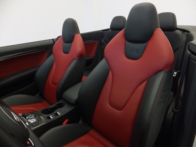 [標準装備]インストゥルメントパネル ブラック-ブラック/フロア ブラック/ルーフ ブラック/3ゾーンオートマチックエアコンディショナー/DIS (ドライバーインフォメーションシステム) カラー