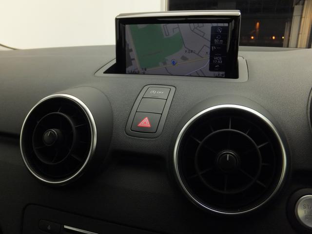 [標準装備]サーボトロニック/ヒルホールドアシスト/レイン/ライトセンサー/運転席と助手席のエアバッグ