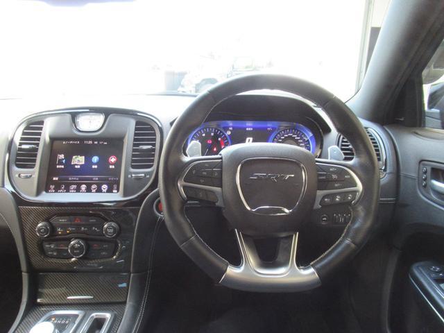 SRT8 2016年モデル 正規ディーラー車 ブラックアルカンターラコンビレザー 電動サンルーフ  ハーマンカードンオーディオシステム バックカメラ ETC(7枚目)