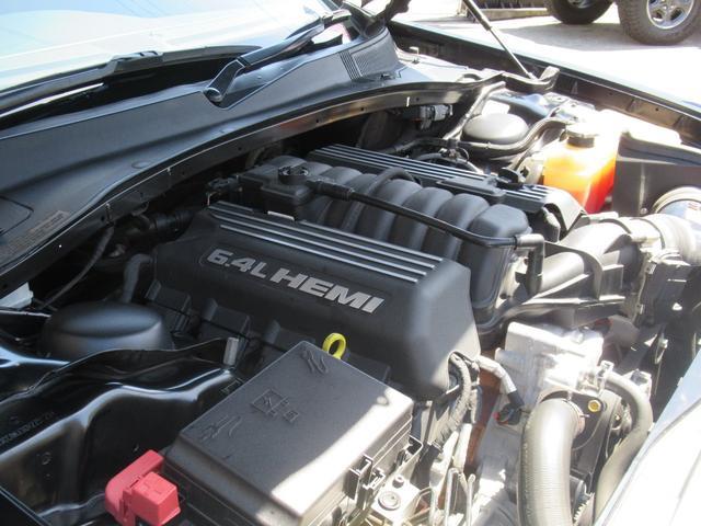 SRT8 2016年モデル 正規ディーラー車 ブラックアルカンターラコンビレザー 電動サンルーフ  ハーマンカードンオーディオシステム バックカメラ ETC(20枚目)