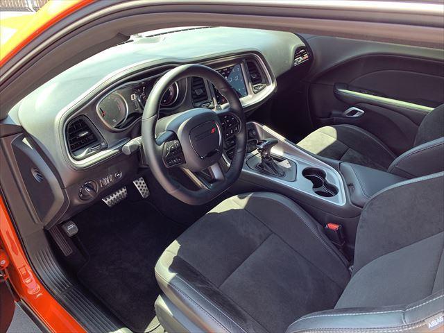 RTスキャットパック ワイドボディ テクノロジーPKG プラスPKG ドライバーコンビニエンスPKG ハーマンカードオーディオシステム シートヒーター&ベンチレーション APPLEカープレイ&アンドロイドオート(6枚目)