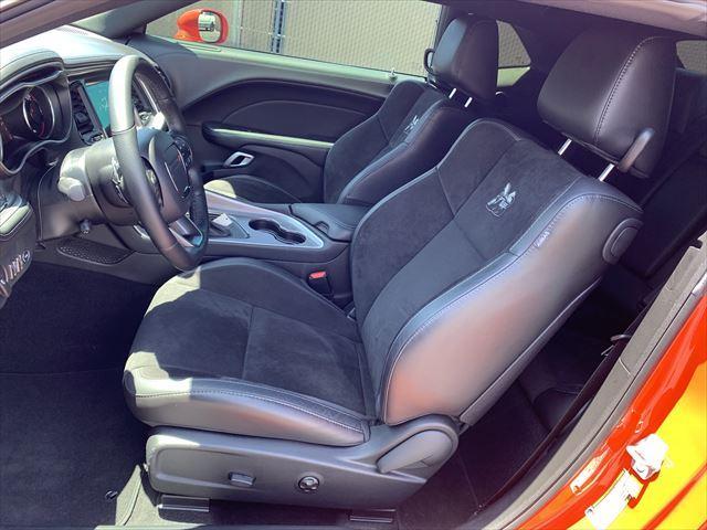 RTスキャットパック ワイドボディ テクノロジーPKG プラスPKG ドライバーコンビニエンスPKG ハーマンカードオーディオシステム シートヒーター&ベンチレーション APPLEカープレイ&アンドロイドオート(8枚目)