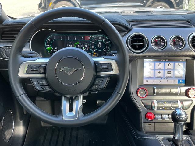 GTプレミアム パフォーマンスPKG シートヒーター&ベンチレーション APPLEカープレイ&アンドロイドオート パフォーマンスリアウイング 2連メーター(油圧・バキューム計) 専用19インチAW ブラックレーシングストライプ(7枚目)