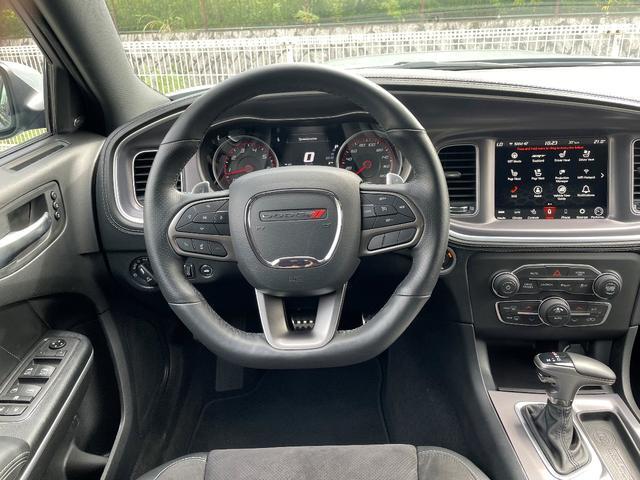 RTスキャットパックプラス プラスGRP ダイナミクスPKG ドライバーコンビニエンスPKG パワーサンルーフ シートヒーター&ベンチレーション  APPLEカープレイ&アンドロイドオート 純正20インチAW(6枚目)