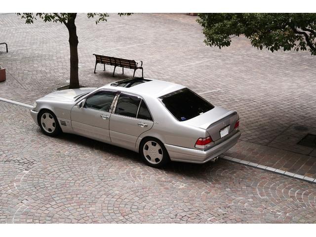 """""""最善か無か""""を企業テーマにメルセデスが車両開発を行っっていた最後のSクラスがW140だと思います。"""