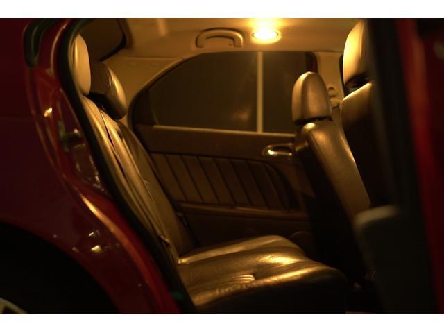 リヤシートの使用感殆ど有りません。