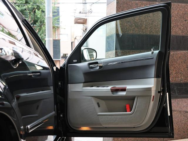 5.7HEMI ディーラー車 フルオリジナル ナビ Bカメラ(18枚目)
