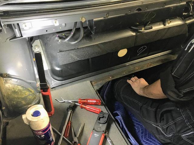 ガスタンク全車取り外しての中身洗浄