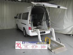 キャラバンディーゼル4WDリフター車椅子3基積9人乗全国無料一年保証