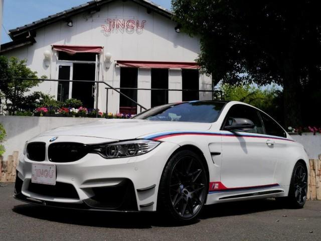 BMW M4 DTMチャンピオンエディション ディーラー車 左ハンドル 純正バケットシート カーボンブレーキ カーボンルーフ カーボンフロントエアロ カーボンミラーカバー アルカンタラハンドル ロールゲージ ナビ ETC バックカメラ