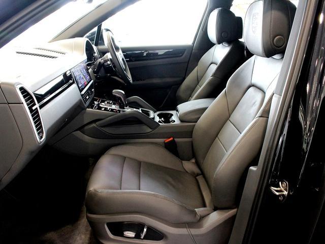 S ティプトロニックS 4WD LEDヘッドライト(10枚目)