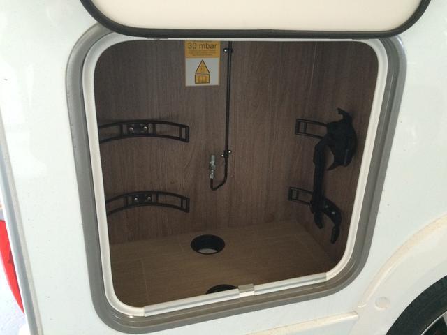 バーストナー イクセオタイム IT586 4人就寝キャンピングカー