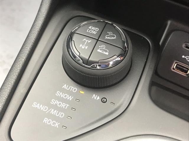 チェロキー・トレイルホーク!!4WDの悪路走破性を高めたトップモデルです!純正ナビ・ETC・リアカメラ搭載!3200ccエンジンの余裕のある走りを堪能して下さい!詳しくは担当の佐野までご連絡下さい!