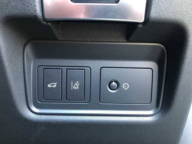 レーンキープアシスト『車載のカメラ+センサーが走行車線を認識し、車線を逸脱しそうになると必要に応じてステアリングを穏やかに修正。また、ステアリングを振動させ、ドライバーに警告します。』