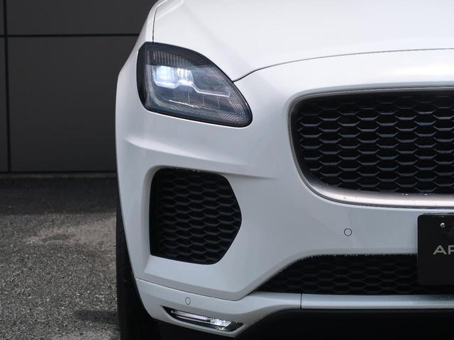 前方を走る車のルームミラーに映った時に一目でJAGUARと判るインパクトのあるデザイン。また、ヘッドライトのJブレードから後方にまで流れる彫刻的なデザインがジャガーの魅力です!