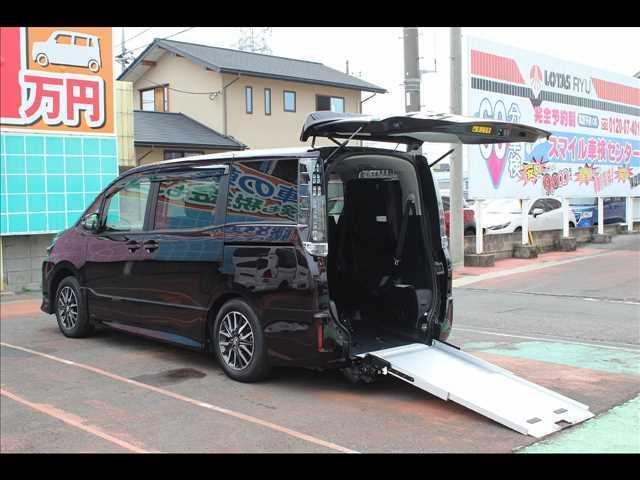 トヨタ ウェルキャブ ZS スロープ車タイプII サードシート付8人