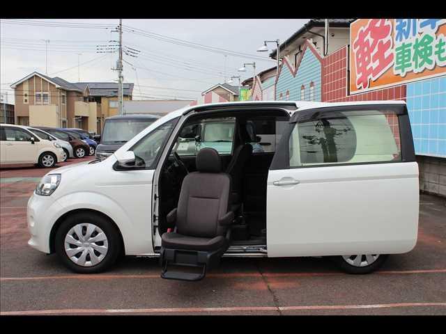 トヨタ 助手席リフトアップシート車