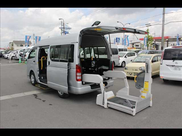 トヨタ 車いすリフト車 ストレッチャー固定装置付き