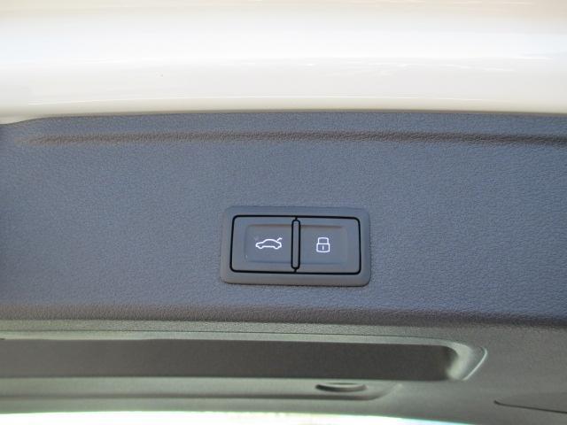 アウディ アウディ A4アバント 2.0TFSIスポーツ Sラインパッケージ 登録済未使用車