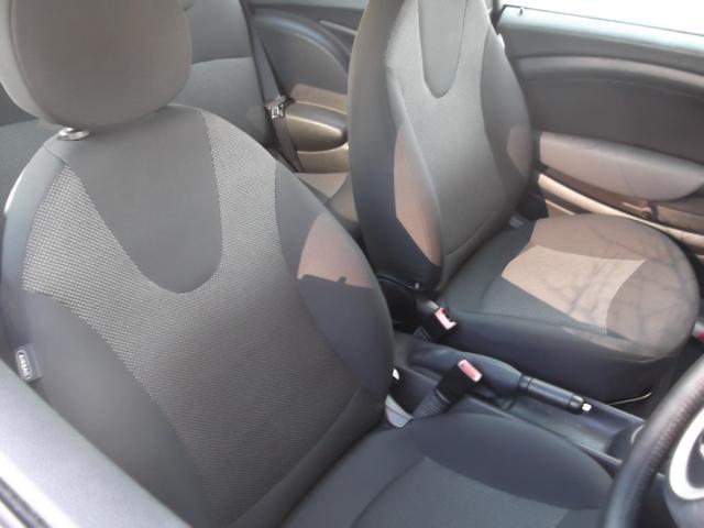 フロントシートです。ヘタリも無く良い状態を保っております。