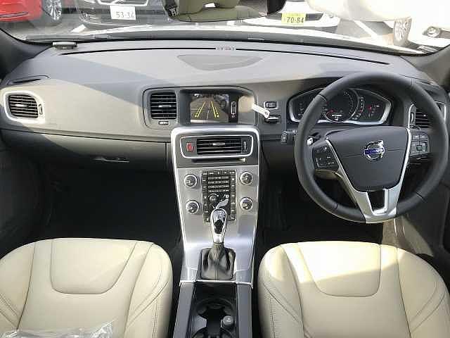 ボルボ S60 D4 Dynamic Edition 登録済み未使用車