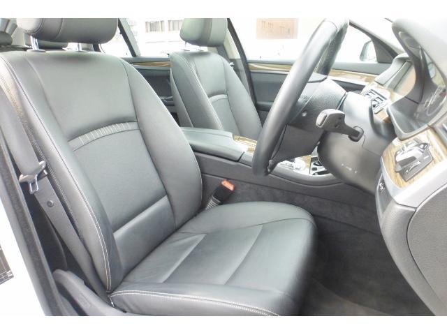 BMW BMW 523dツーリング モダンパノラマガラスSR黒革Dアシスト