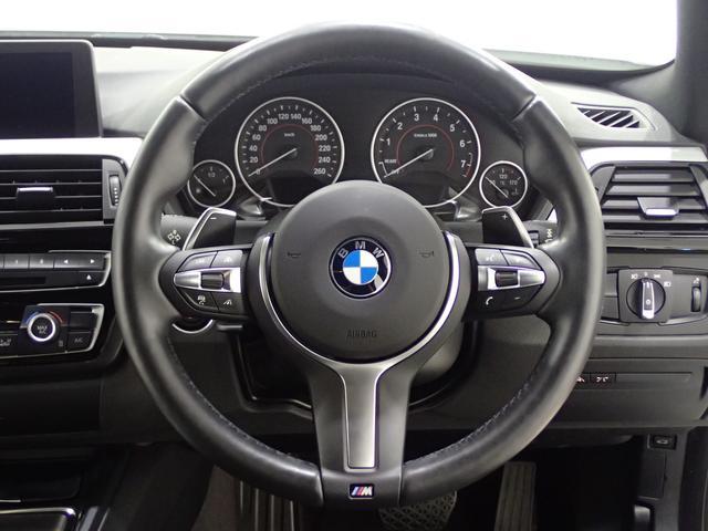 ステアリングスイッチ装備、ハンドルを握ったまま指を動かすだけで、簡単・安全に操作できます。
