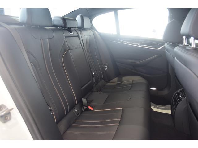 523d xDrive Mスピリット 弊社デモカー ハイラインPKG ブラックレザー 前後シートヒーター コンフォートアクセス アクティブクルーズコントロール ヘッドアップディスプレイ 電動シート アダプティブLEDヘッドライト(13枚目)