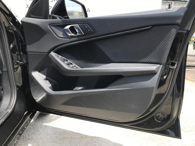 118i プレイ 弊社デモカー BMW アルミニウムライン オートマチックテールゲートオペレーション クルーズC コンフォートPKG ワイヤレスチャージング パーキングアシスト 16AW(39枚目)