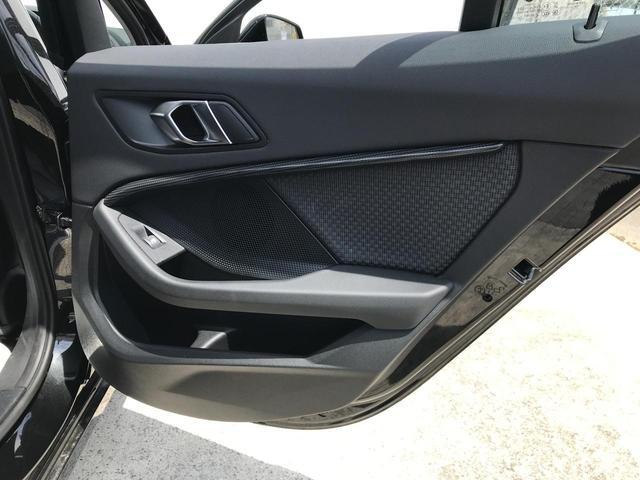 118i プレイ 弊社デモカー BMW アルミニウムライン オートマチックテールゲートオペレーション クルーズC コンフォートPKG ワイヤレスチャージング パーキングアシスト 16AW(40枚目)