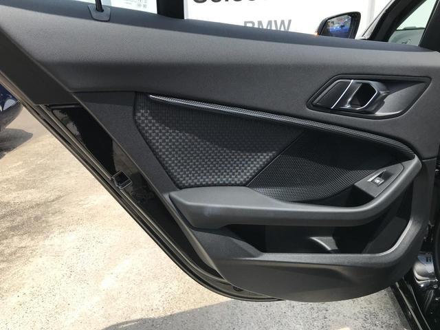 118i プレイ 弊社デモカー BMW アルミニウムライン オートマチックテールゲートオペレーション クルーズC コンフォートPKG ワイヤレスチャージング パーキングアシスト 16AW(43枚目)