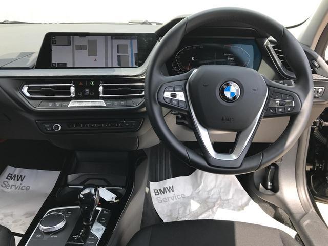118i プレイ 弊社デモカー BMW アルミニウムライン オートマチックテールゲートオペレーション クルーズC コンフォートPKG ワイヤレスチャージング パーキングアシスト 16AW(45枚目)