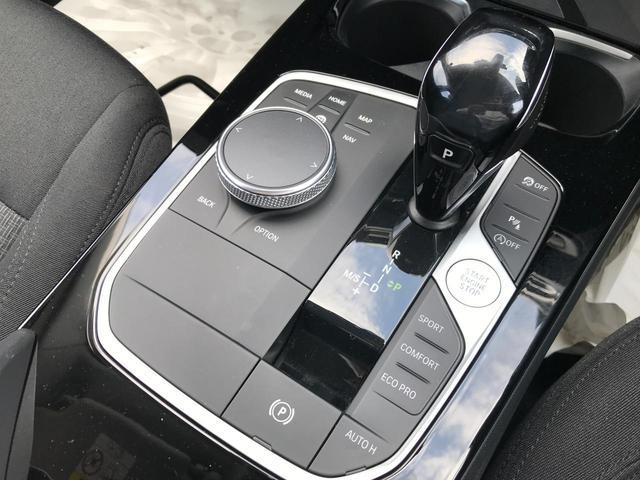 118i プレイ 弊社デモカー BMW アルミニウムライン オートマチックテールゲートオペレーション クルーズC コンフォートPKG ワイヤレスチャージング パーキングアシスト 16AW(53枚目)