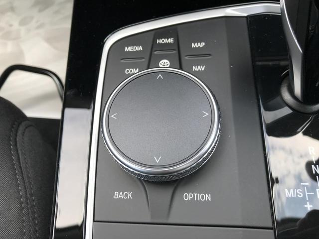 118i プレイ 弊社デモカー BMW アルミニウムライン オートマチックテールゲートオペレーション クルーズC コンフォートPKG ワイヤレスチャージング パーキングアシスト 16AW(54枚目)