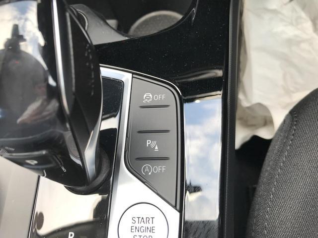 118i プレイ 弊社デモカー BMW アルミニウムライン オートマチックテールゲートオペレーション クルーズC コンフォートPKG ワイヤレスチャージング パーキングアシスト 16AW(59枚目)